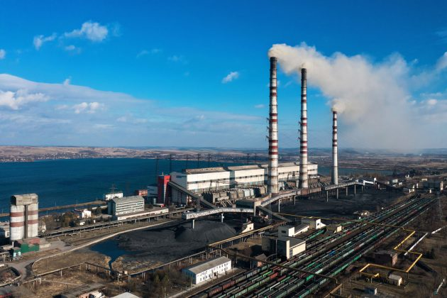 old-thermoelectric-plant-with-big-chimneys-in-a-PZAMXLW-630x420